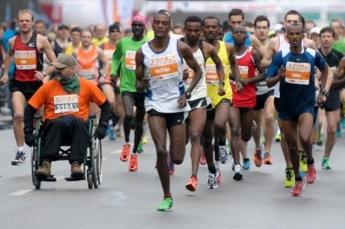 The leaders in the early stages of the 2013 Lodz Marathon (Organisers)