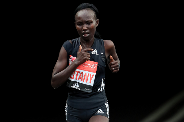 Mary Keitany in action at the London Marathon (Getty Images)