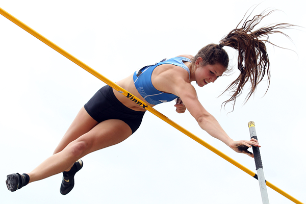 New Zealand's Eliza McCartney clears 4.80m in Dunedin (Getty Images)