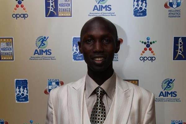 Wilson Kipsang with his AIMS Best Marathon Runner of the Year 2013 award (AIMS)