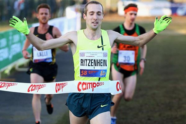 Dathan Ritzenhein wins the men's race at Campaccio (Giancarlo Colombo)