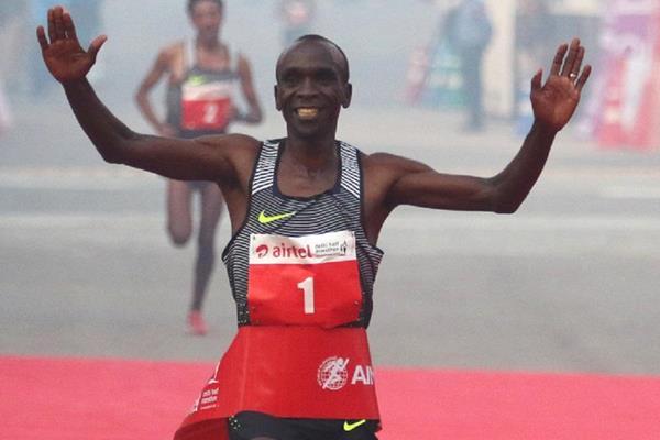 Eliud Kipchoge winning the 2016 Delhi Half Marathon (ADHM / Procam International )