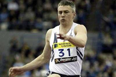 Jonathan Edwards jumps 17.44 In Birmingham (Getty Images)