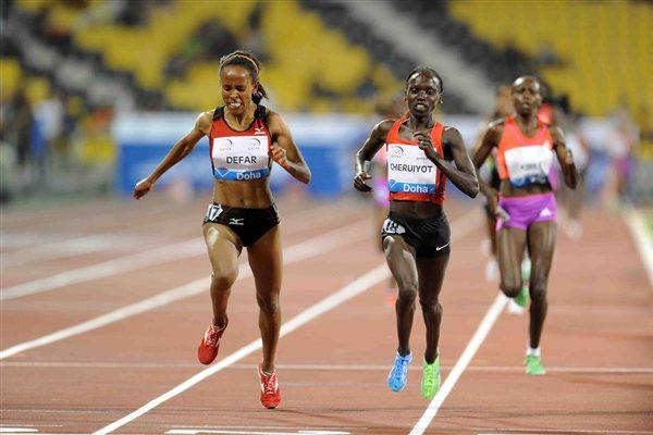 Meseret Defar is successfully defied by Vivian Cheruiyot over 3000m at the 2012 Samsung Diamond League in Doha (Jiro Mochizuki)