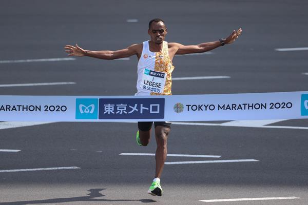 Birhanu Legese wins the Tokyo Marathon (Getty Images)