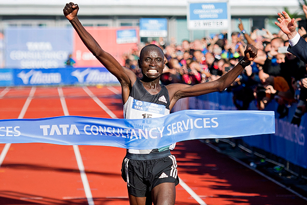 Daniel Wanjiru wins the Amsterdam Marathon (AFP / Getty Images)