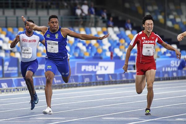 Paulo Andre Camilo de Oliveira takes the World University Games 200m title in Naples (Organisers)