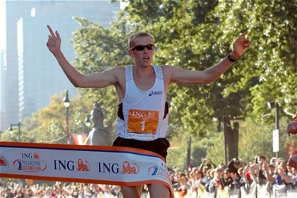 Ryan Hall wins the 2009 ING Philadelphia Distance Run (Organisers)
