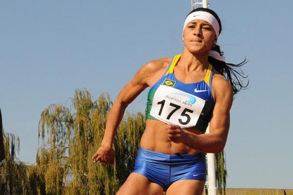 Brazil's Ana Cláudia Silva adds the 200m title to her 100m victory in Buenos Aires (Eduardo Biscayart)