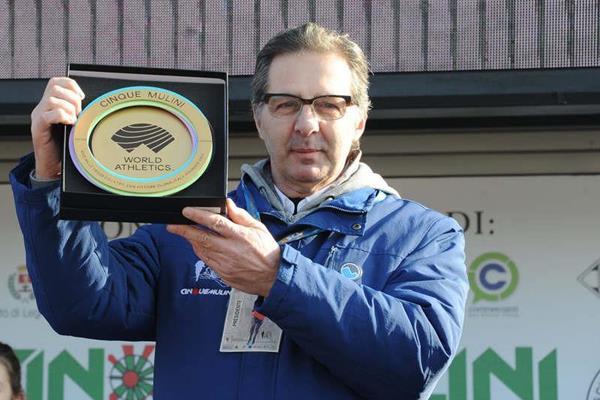 Giuseppe Gallo Stampino, the president of Unione Sportiva San Vittore Olona, with the WA Heritage Plaque (WA Heritage)