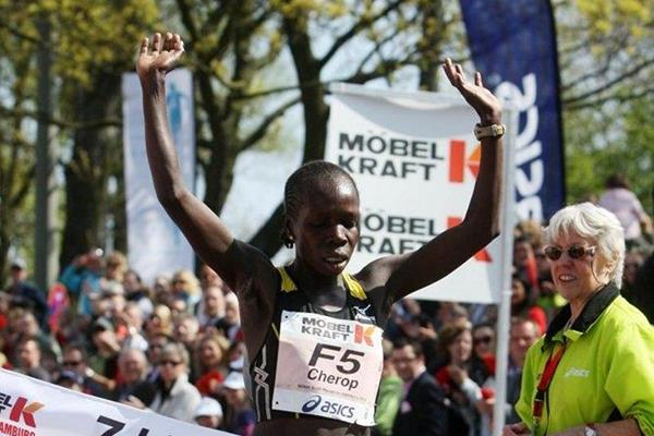 Sharon Cherop takes the Hamburg Marathon title with a 2:28:38 personal best (Hoch Zwei / Hamburg Marathon)