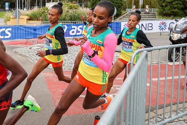 Ababel Yeshaneh in action at the World Athletics Half Marathon Championships Gdynia 2020 (Dan Vernon)