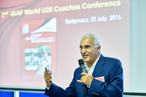 Malek El-Hebil at the 2nd IAAF World U20 Coaches Conference in Bydgoszcz (Getty Images)