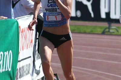 Aniko Kalovics (HUN) winning the 2006 Stramilano (Lorenzo Sanpaolo)