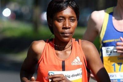 Peninah Arusei en route to her Berlin 25k course record (Victah Sailer)