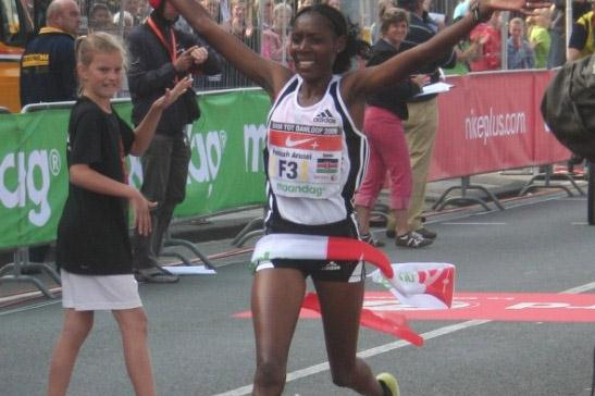 Peninah Arusei winning the 24th Dam tot Damloop (Organisers)