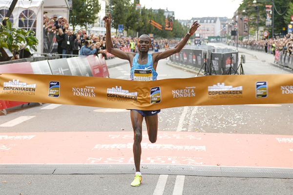 Abraham Cheroben winning the Copenhagen Half Marathon (Organisers)