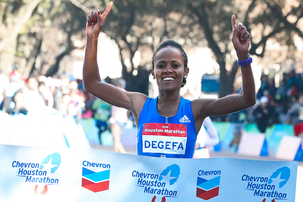 Biruktayit Degefa wins the Houston Marathon (Victah Sailer / organisers)