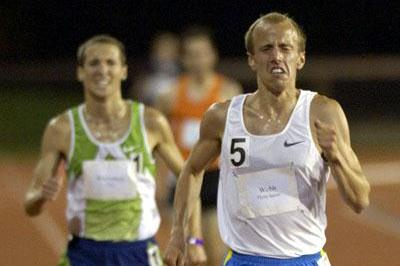 Alan Webb defeats Dathan Ritzenhein in Stanford, clocking 27:34.72 in his debut over the distance (Randy Miyazaki)