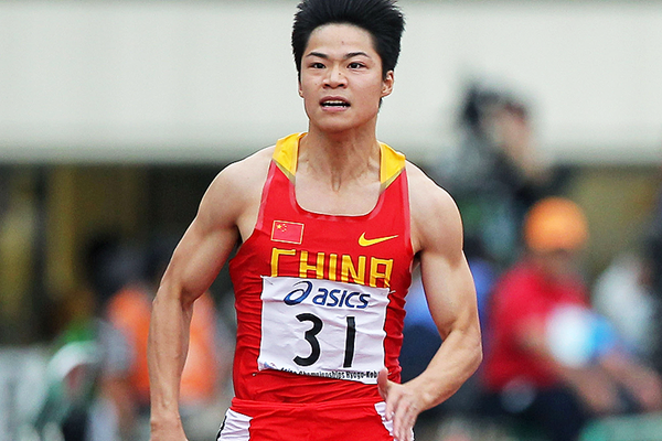 Su Bingtian on his way to winning the 100m (Getty Images)