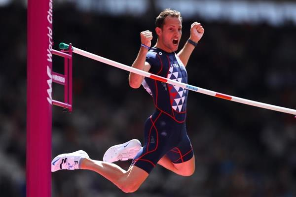 Renaud Lavillenie in the pole vault at the IAAF World Championships London 2017 (Getty Images)
