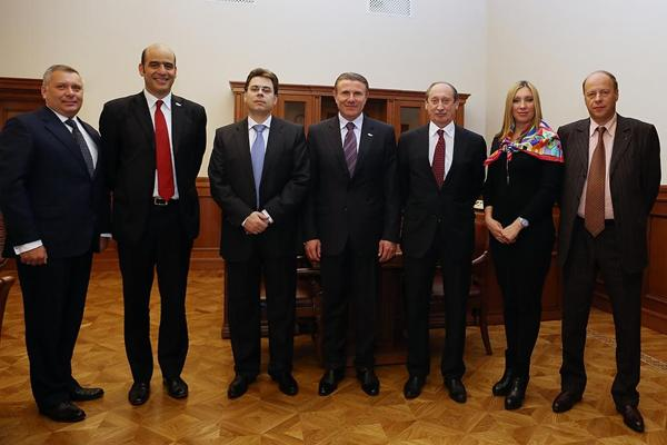 IAAF Vice President Sergey Bubka (centre) and IAAF General Secretary Essar Gabriel (2nd from left) met with the Vice-Mayor of Moscow Alexander Gorbenko (3rd from left) (Moscow 2013 LOC)