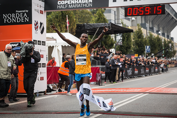 Bedan Karoki wins the Copenhagen Half Marathon (CPH Half 2015)