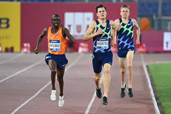 Jacob Kiplimo on his way to winning the 3000m at the Wanda Diamond League meeting in Rome (AFP / Getty Images)