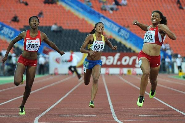 Ky Westbrook, Ariana Washington and Irene Ekelund in the girls 100m Final at the IAAF World Youth Championships 2013 (Getty Images)
