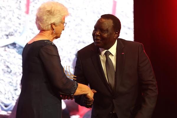 Coaching Achievement Award winner Anna Botha congratulated by IAAF Council member Hamad Kalkaba Malboum (Giancarlo Colombo)