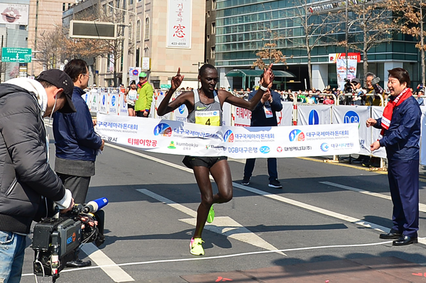 Mathew Kisorio wins the Daegu Marathon (Organisers)