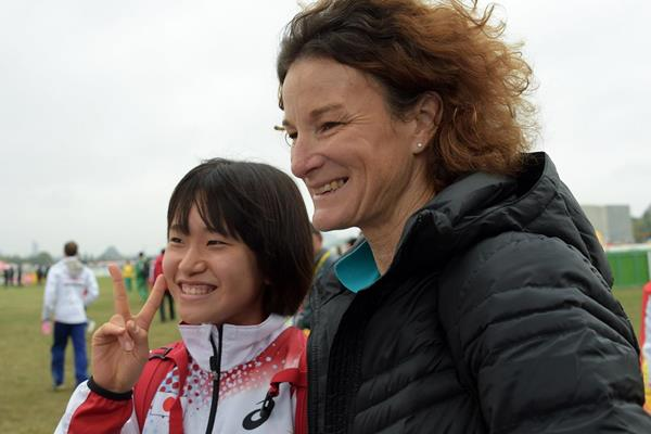 Sonia O'Sullivan providing advice ahead of the IAAF World Cross Country Championships, Guiyang 2015 (Kirby Lee)