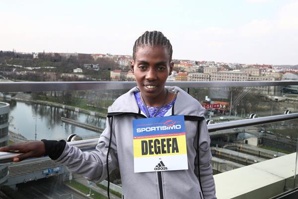 Worknesh Degefa at the pre-event press conference for the 2016 Sportisimo Prague Half Marathon (Giancarlo Colombo / organisers)