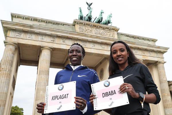 Edna Kiplagat and Tirunesh Dibaba at the Brandenburg Gate (Victah Sailer)