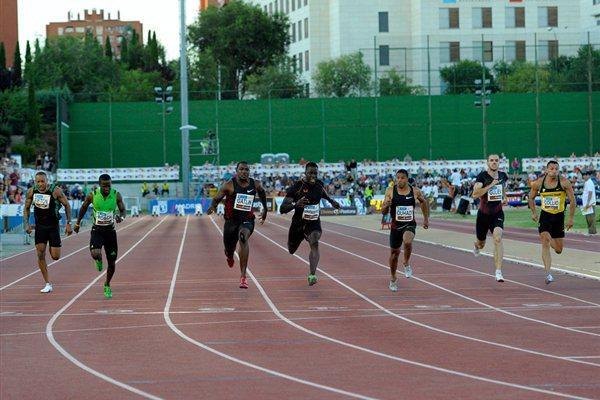 Justin Gatlin (c) en route to victory in the Madrid 100m (Juan Aguado)