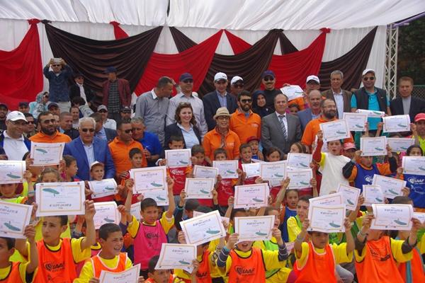 Participants with their certificates at the IAAF / Nestlé Healthy Kids' Athletics event in Tafoughalte, Morocco. (organisers)