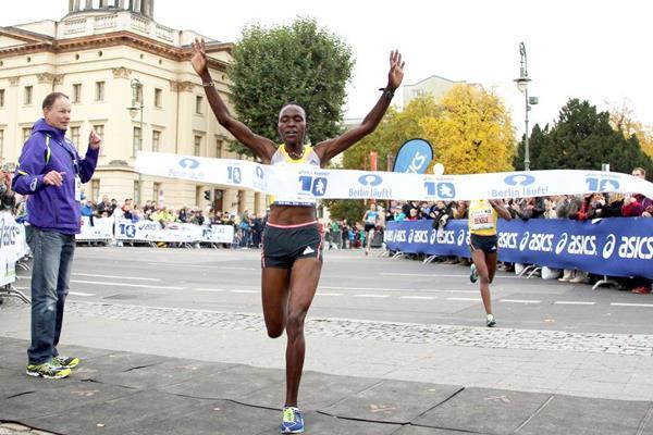 Joyce Chepkirui clocks 30:37 to win the ASICS Berlin 10km (BERLIN RUNS / Thomas Wenning)