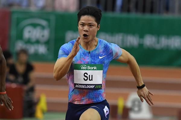 Su Bingtian on his way to an Asian record 6.43 in the 60m in Düsseldorf (Gladys Chai von der Laage)