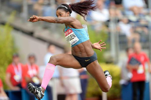 Caterine Ibarguen at the 2015 IAAF Diamond League in Paris (Jiro Mochizuki)