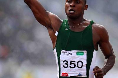 Olusoji Fasuba after his third African 100m title (Jiro Mochizuki (Agence shot))