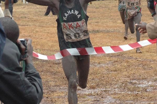 Vincent Kiprop on the way to winning the 12km men's race at the 2009 Kenyan Armed Forces Cross Country Championships at the Kahawa Garrison in Nairobi (Elias Makori)