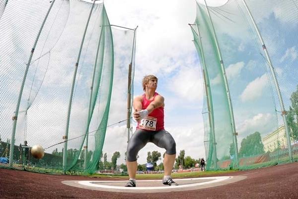 Anita Wlodarczyk throwing in Warsaw (Adam Nurkiewicz / Mediasport)