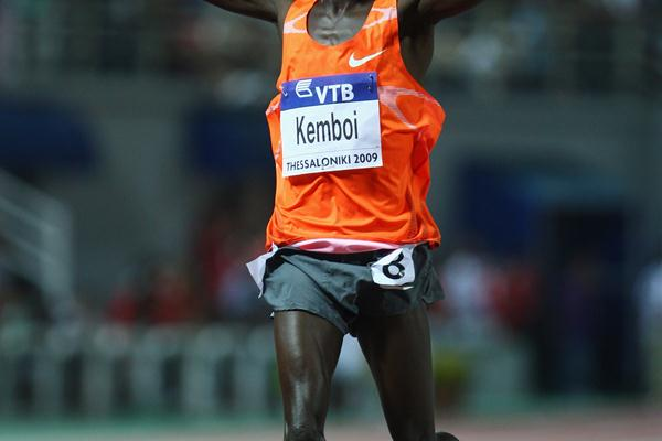 True to form, Ezekiel Kemboi takes the men's steeplechase victory (Getty Images)