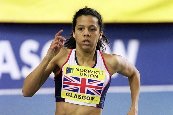 Jo Fenn in action during the 800m at the 2001 Norwich Union International in Glasgow (Getty Images)