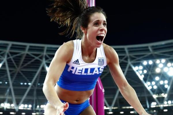 Ekaterini Stefanidi celebrates her winning clearance in the pole vault at the IAAF World Championships London 2017 (Getty Images)