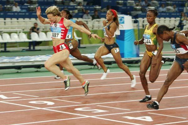 Yuliya Nesterenko of Belarus wins the 100m final (Getty Images)