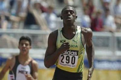 Usain Bolt of Jamaica cruises to a 400m heat win (Getty Images)
