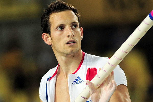 Renaud Lavillenie in the pole vault at the IAAF World Championships Daegu 2011 (Getty Images)
