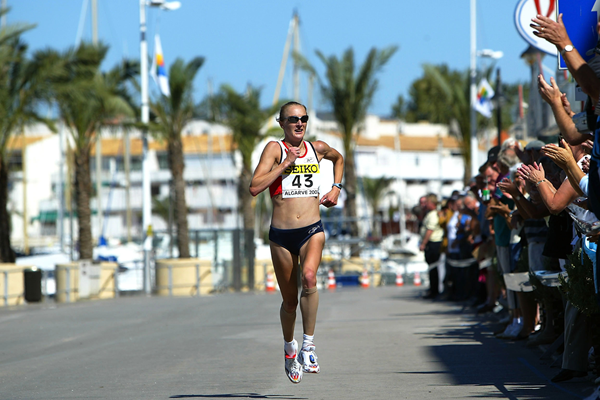 Paula Radcliffe at the 2003 IAAF World Half Marathon Championships in Vilamoura (Getty Images)