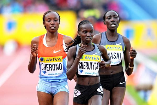 Vivian Cheruiyot takes control in the 5000m in Crystal Palace (Mark Shearman )